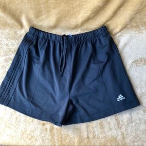 M Adidas pull on shorts